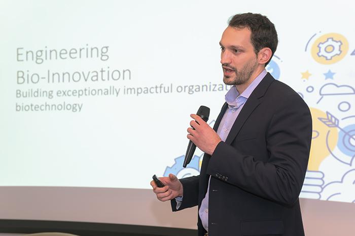 James Weis palestrando no BiotechTown, no evento Biotech Invest Day